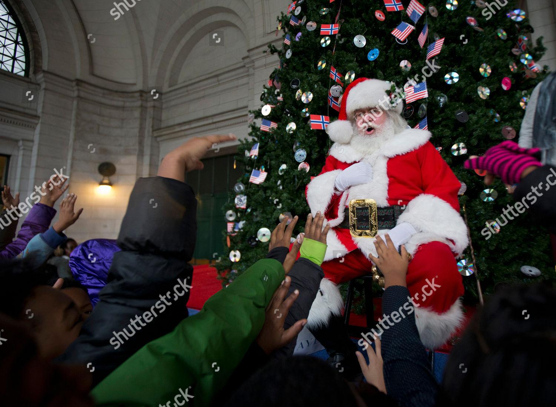 Santa Claus entertains children foot Norwegian Christmas Editorial ...
