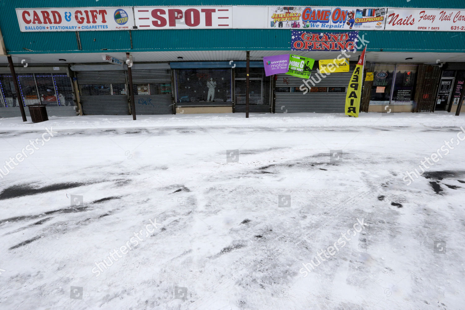 Stores closed Central Islip NY strip mall Editorial Stock