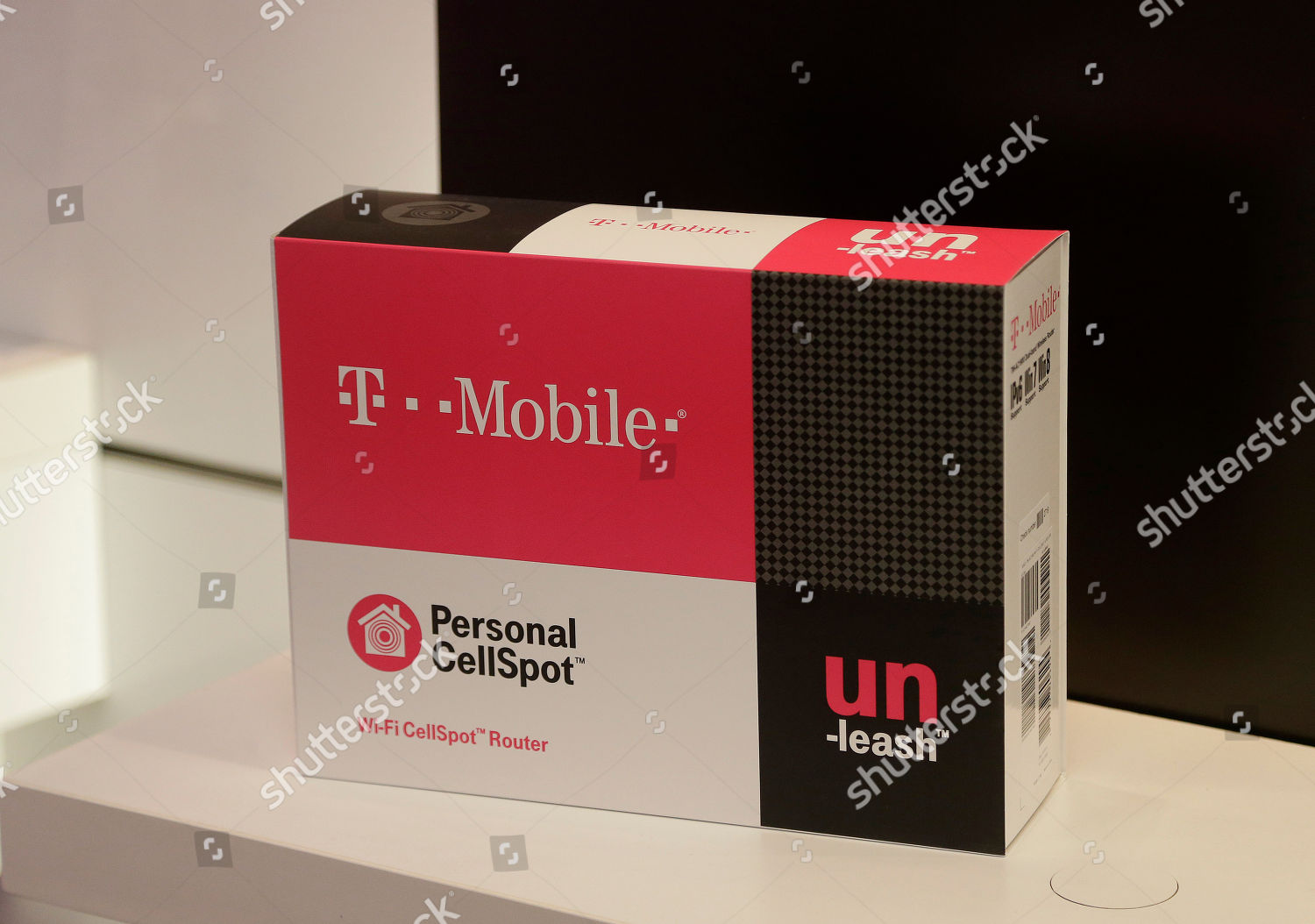 packaging TMobile Personal CellSpot WiFi router shown