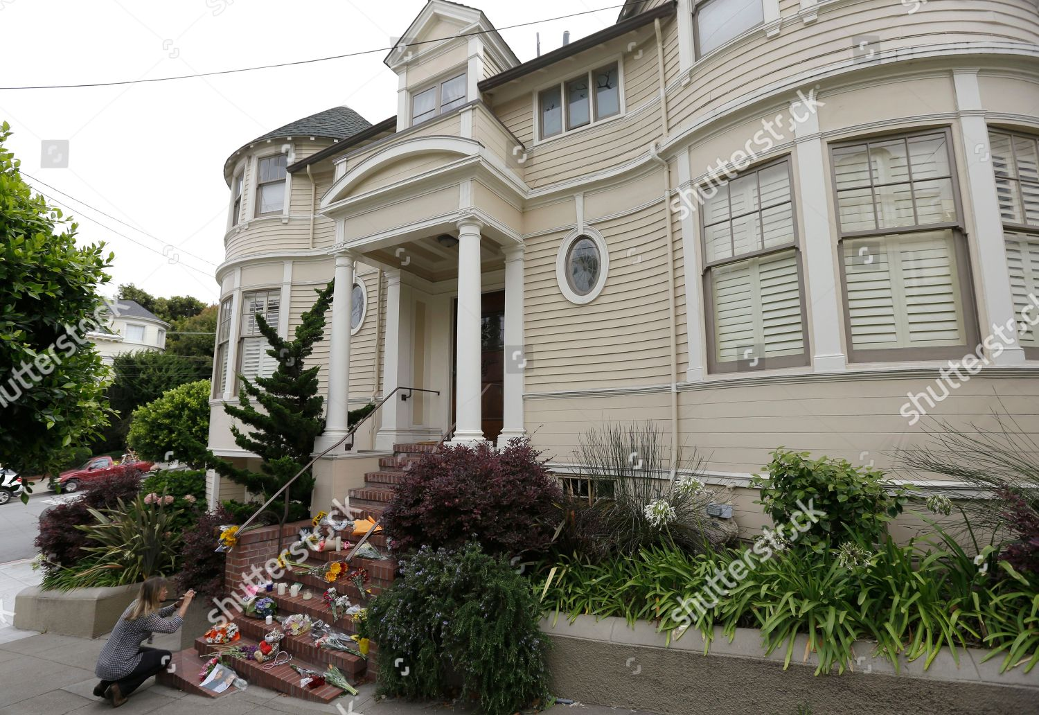 Mrs Doubtfire House Woman Photographs Mementos Which Editorial Stock