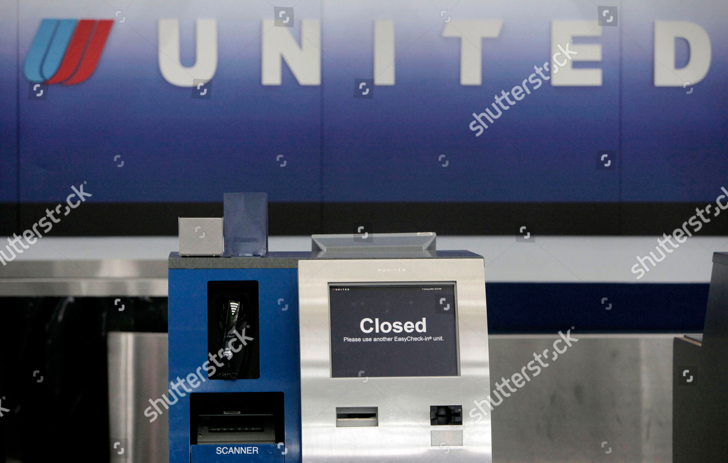 United Airlines customer service station unattended Chicagos