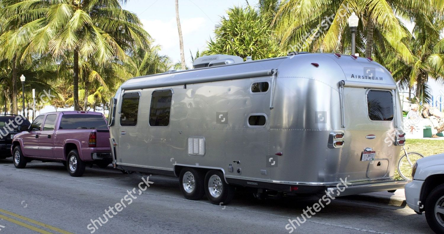 0d1989927097 AIRSTREAM pink pickup truck Airstream trailer seen Editorial Stock ...