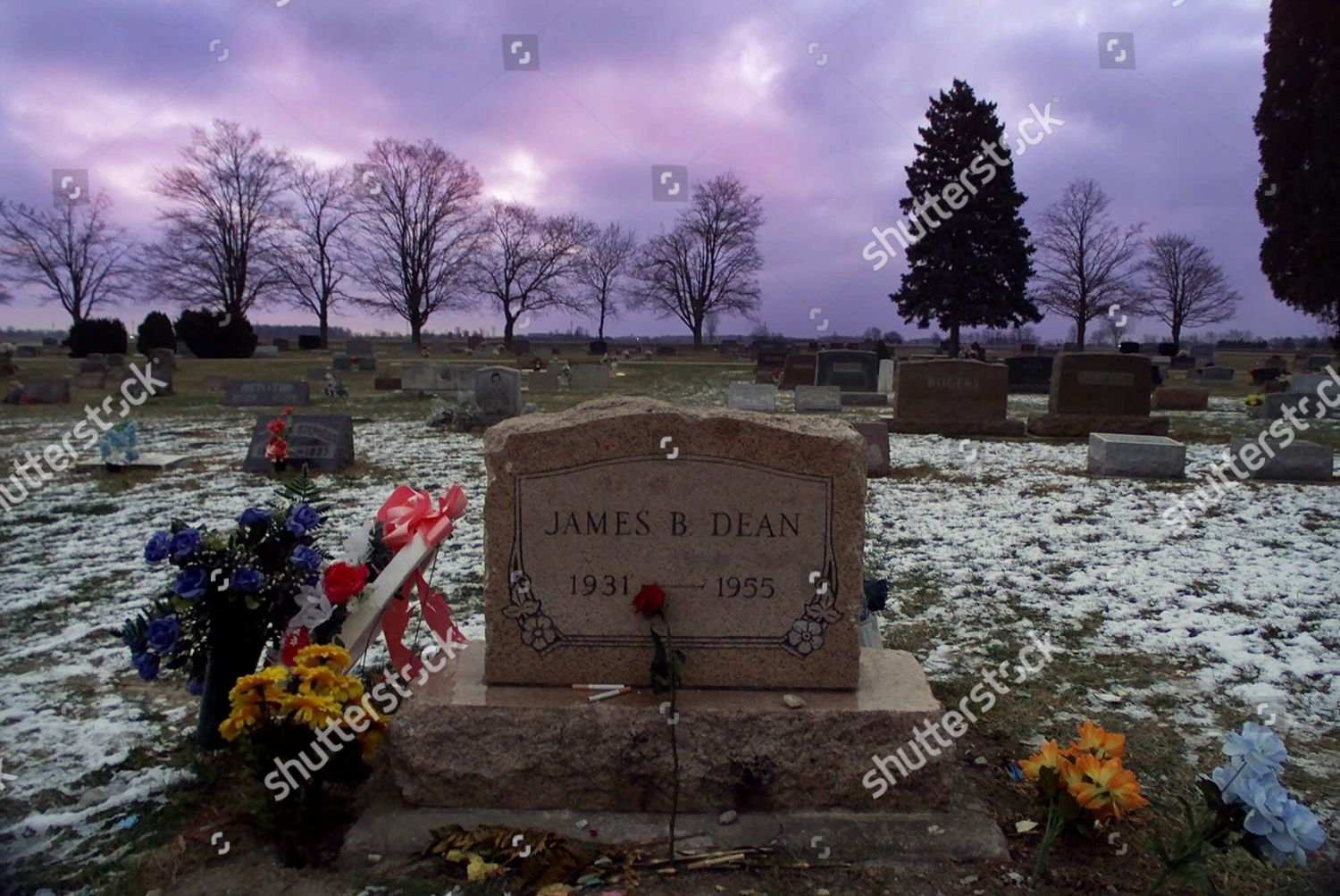 JAMES DEAN GRAVE Left by his loyal Editorial Stock Photo - Stock