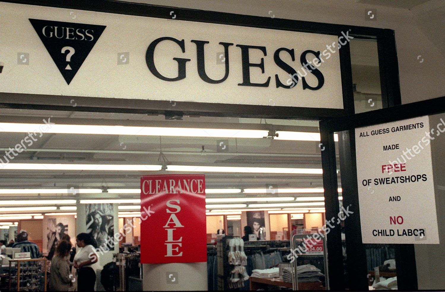 accaparramento come merce rara nuovi stili più alla moda GUESS STORE This Inc factory outlet store Editorial Stock Photo ...