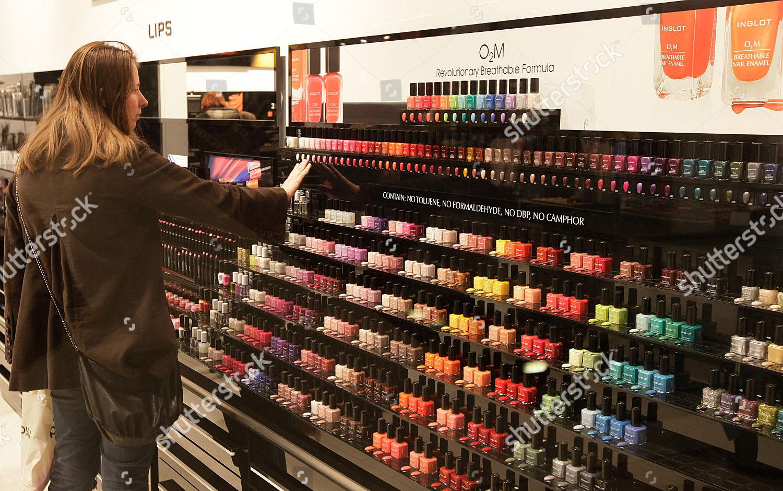 woman browses O2M breathable nail polish display Editorial Stock ...