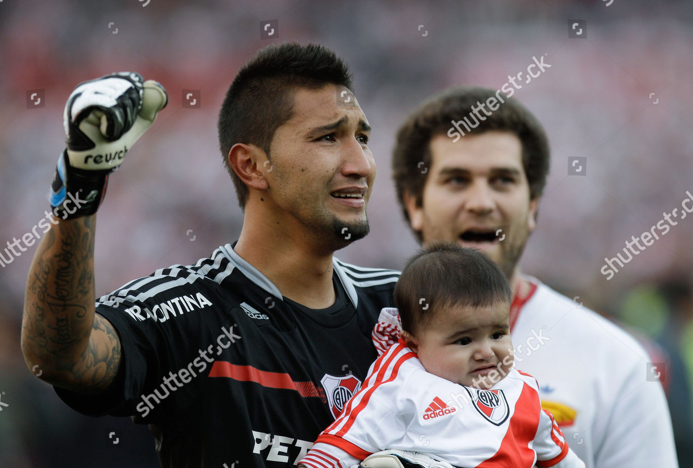 River Plates Daniel Vega hold his baby Foto editorial en stock; Imagen en  stock