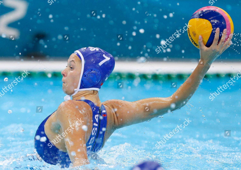 Water polo women oops
