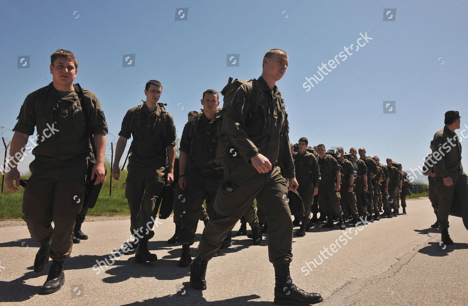 Austrian Soldiers Part Natoled Peacekeeping Force Arrive Editorial