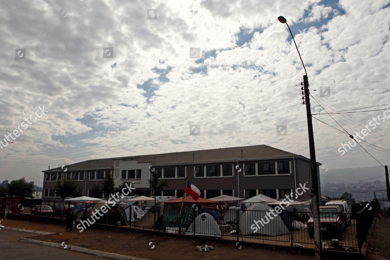 camp set earthquake survivors surrounds school Lota Editorial Stock