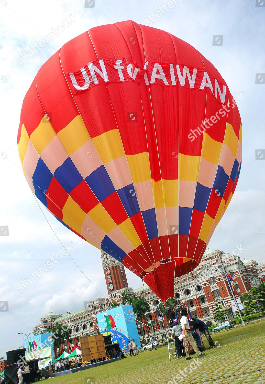 Hot Un Stock >> Taiwanese Workers Hang Hot Air Balloon Front Editorial Stock