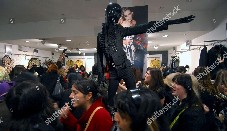 2ecc470964 Customers looking buying new H M Roberto Editorial Stock Photo ...