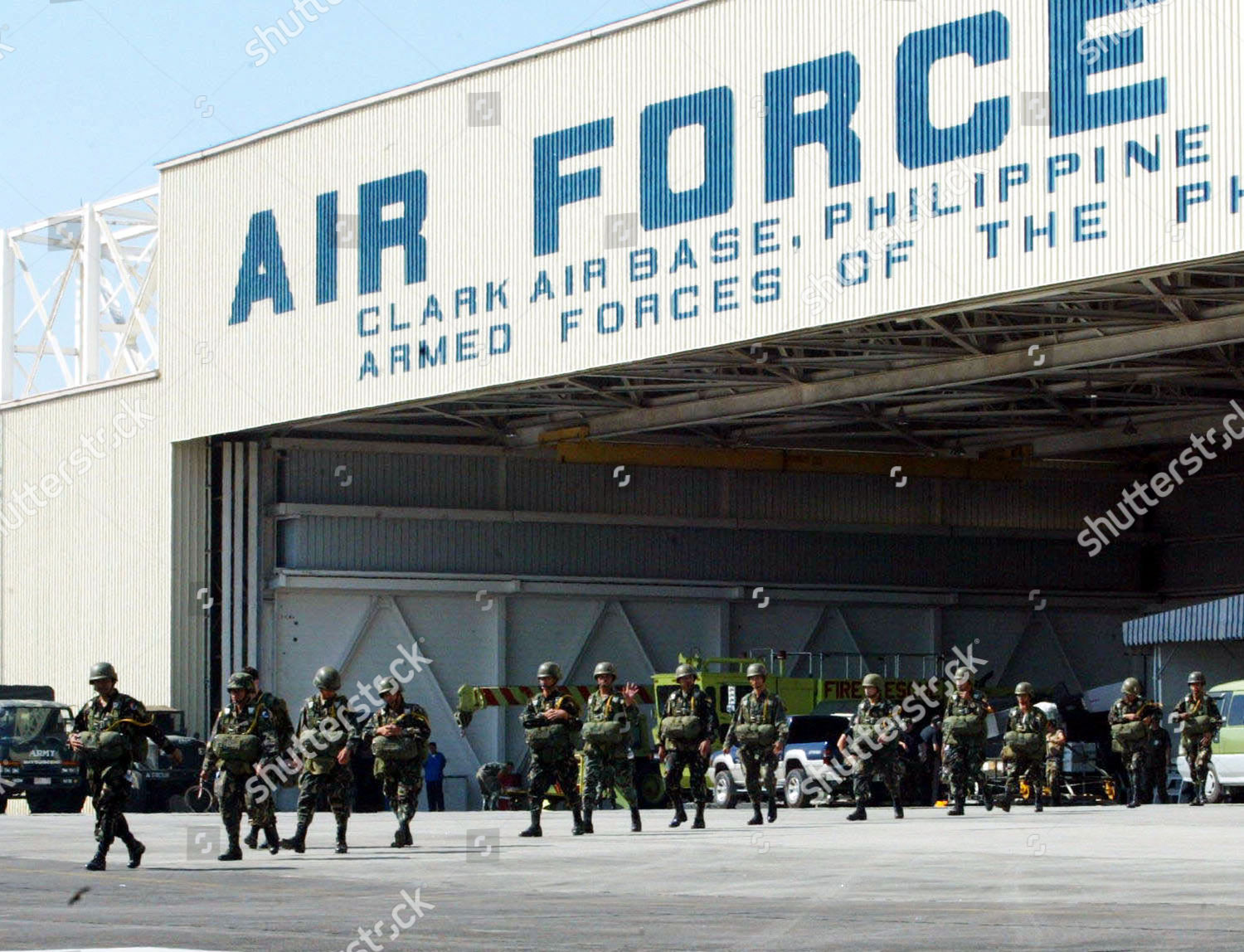 PHILIPPINE PARATROOPERS Philippine troopers board US Air Editorial