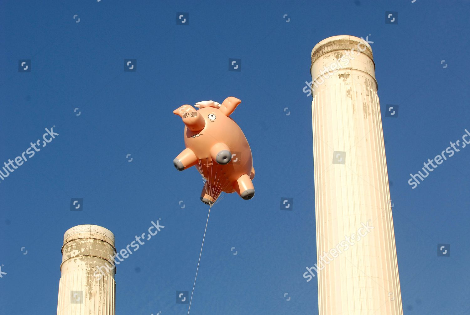 Giant Spider Pig Flies Over Battersea Power Editorial Stock Photo Stock Image Shutterstock