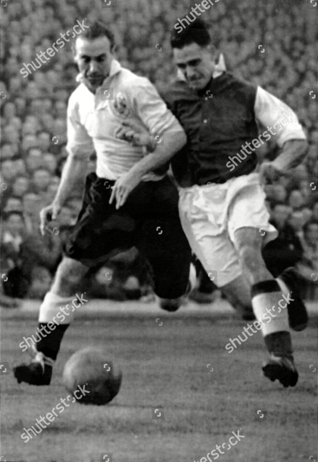 Blackpools Stanly Matthews Left Duel Ball Arsenals Editorial