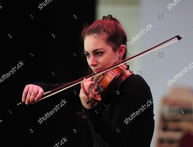 Leora Cohen 16 Plays Violin Solo Nicola Editorial Stock