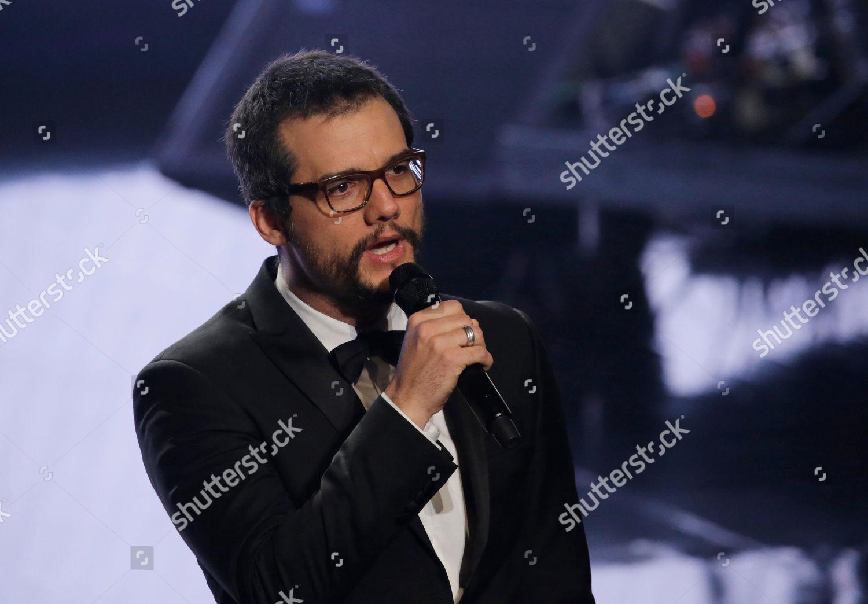 Brazilian actor Wagner Moura speaks during Fenix Foto