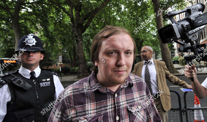 Stockfoto von Britain Murdoch Custard Pie Protester Court - Aug 2011