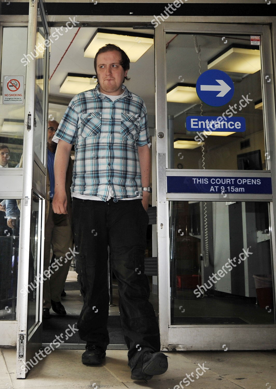 Stockfoto von Britain Murdoch Custard Pie Protester Court - Jul 2011