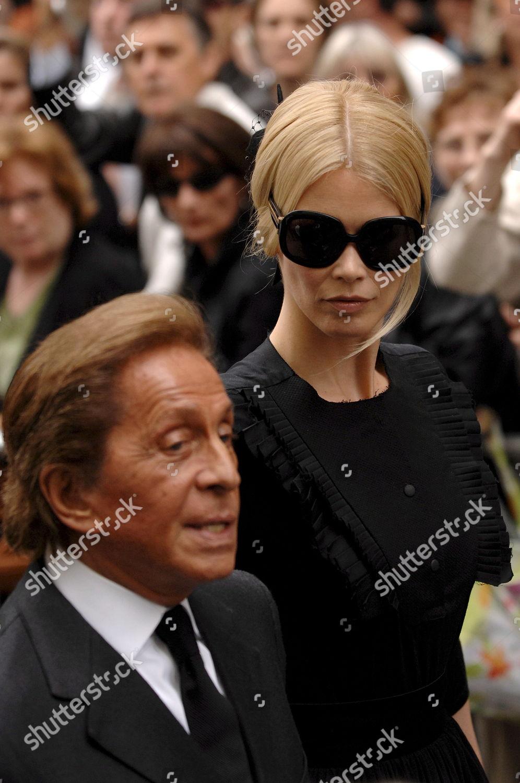 Top Model Claudia Schiffer Fashion Designer Valentino Editorial ... cb97b97f4287c