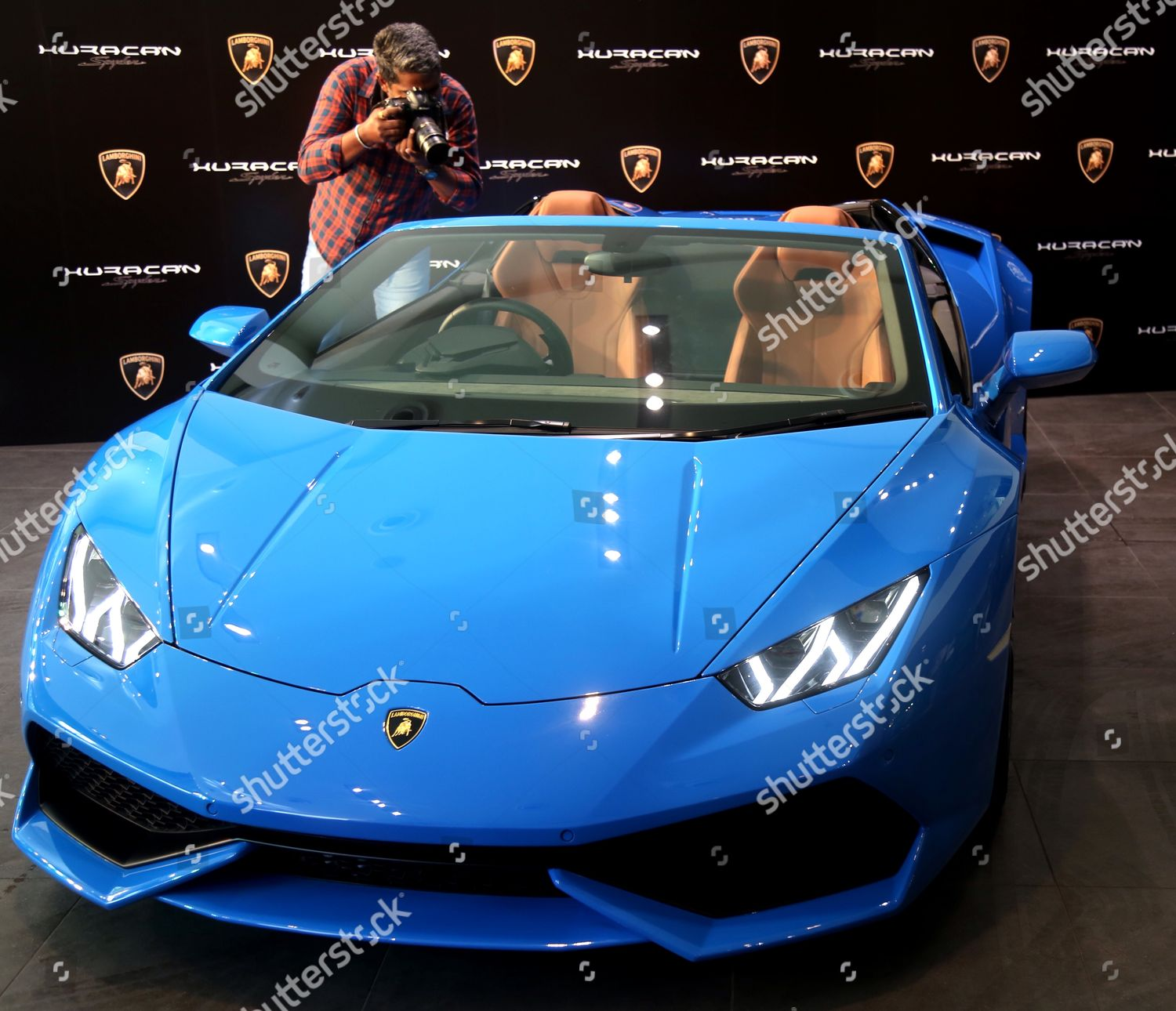 Photographer Takes Photographs Interior Lamborghini Huracan Lp