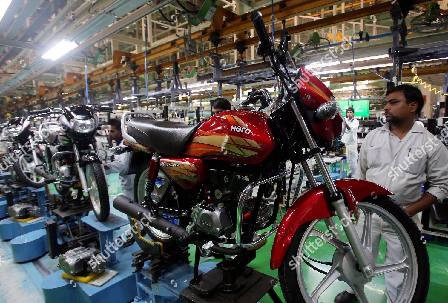 Employee Works Assembly Line Motorbike Hero Motocorp