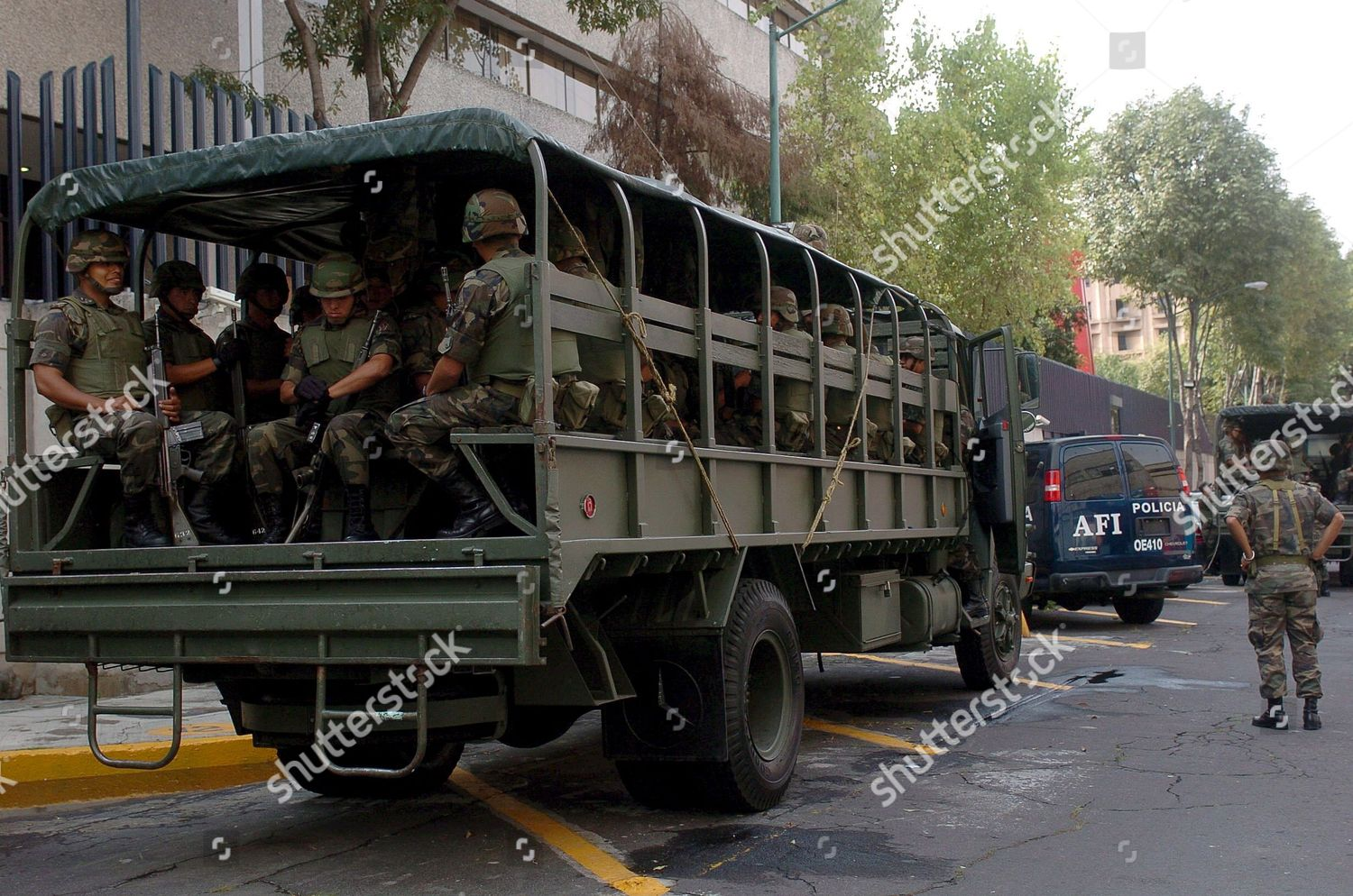 Mexican Soldiers Protect Entrance Deputy Attorney Generals