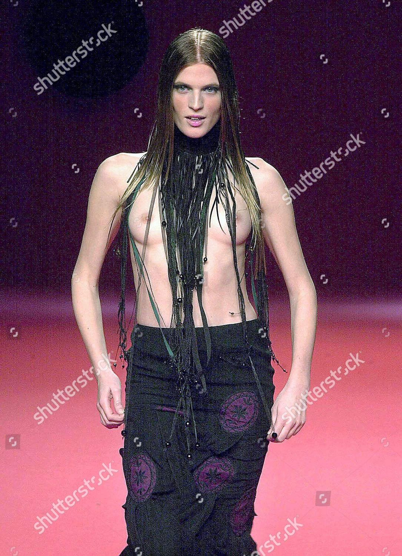 Fashion show Topless
