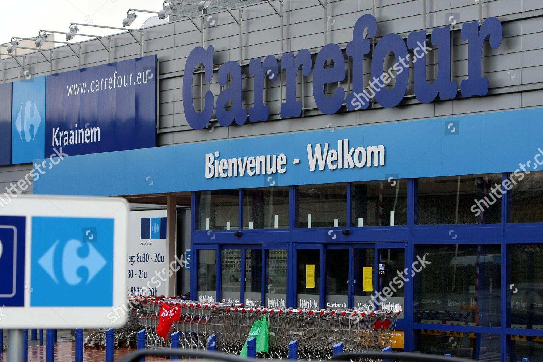 Carte Carrefour Hyper.Carrefour Workers Blocking Entrance Carrefour Hypermarket