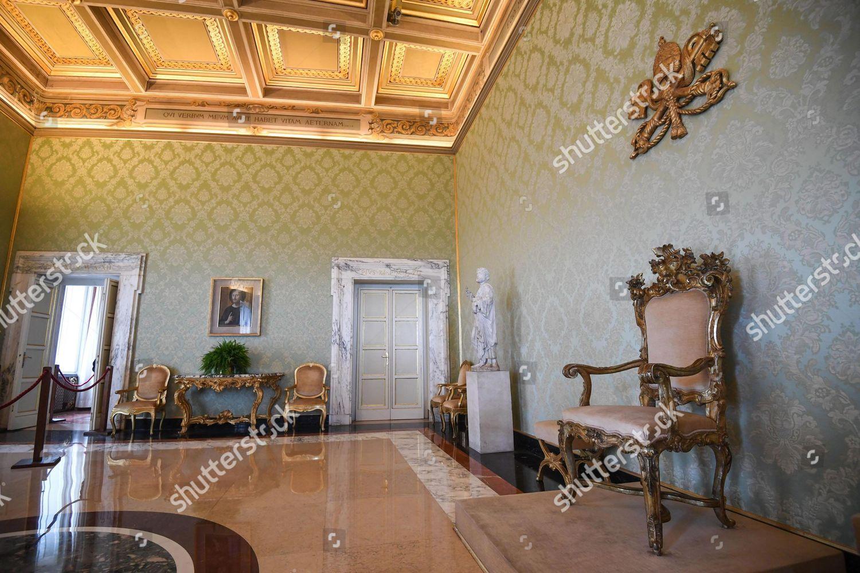 Public throne room