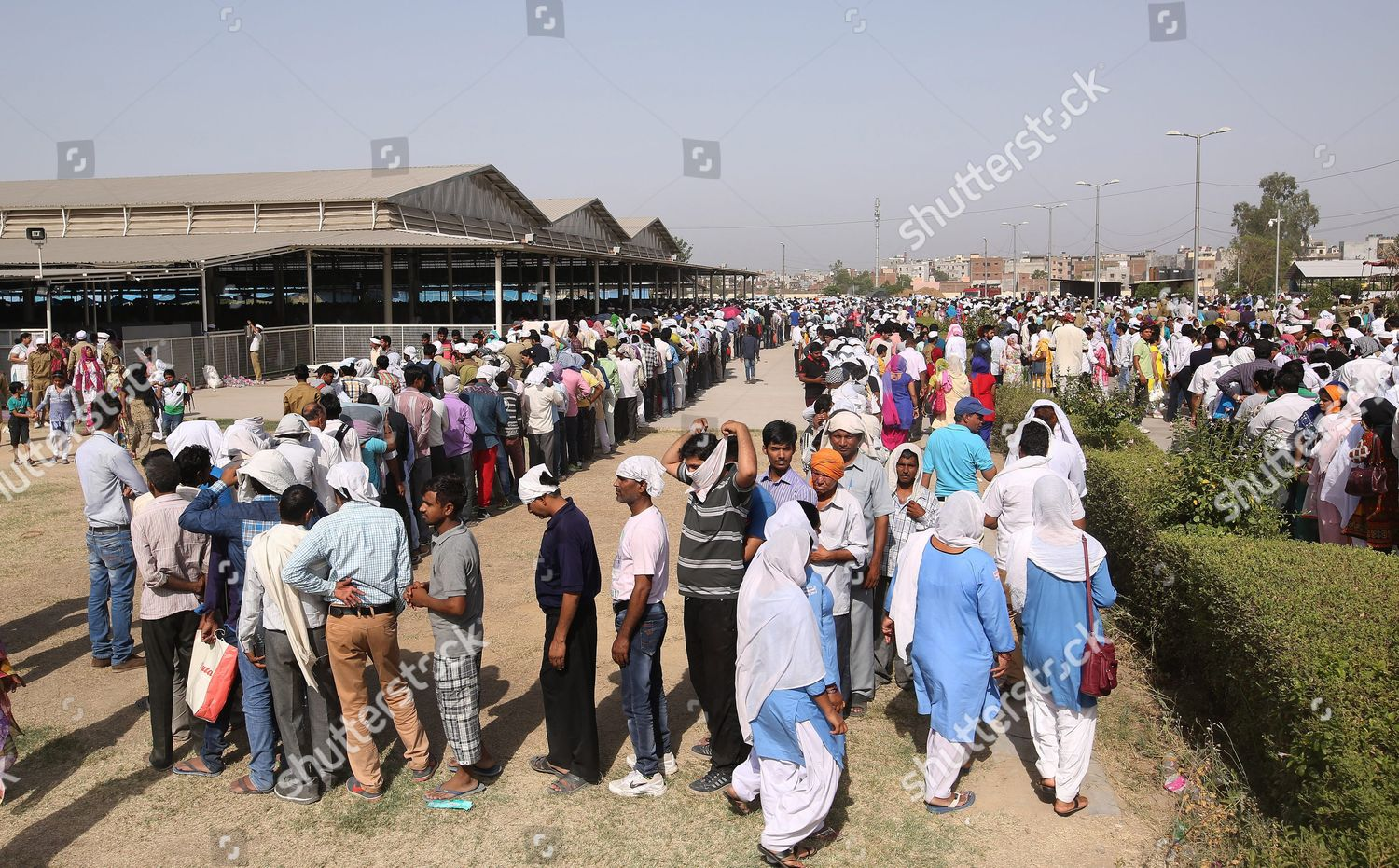 Indian Devotees Wait Long Queue Pay Tribute Editorial Stock