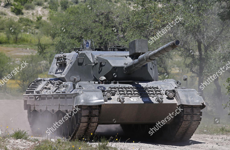 tank-driving-and-shooting-at-drivetanks-