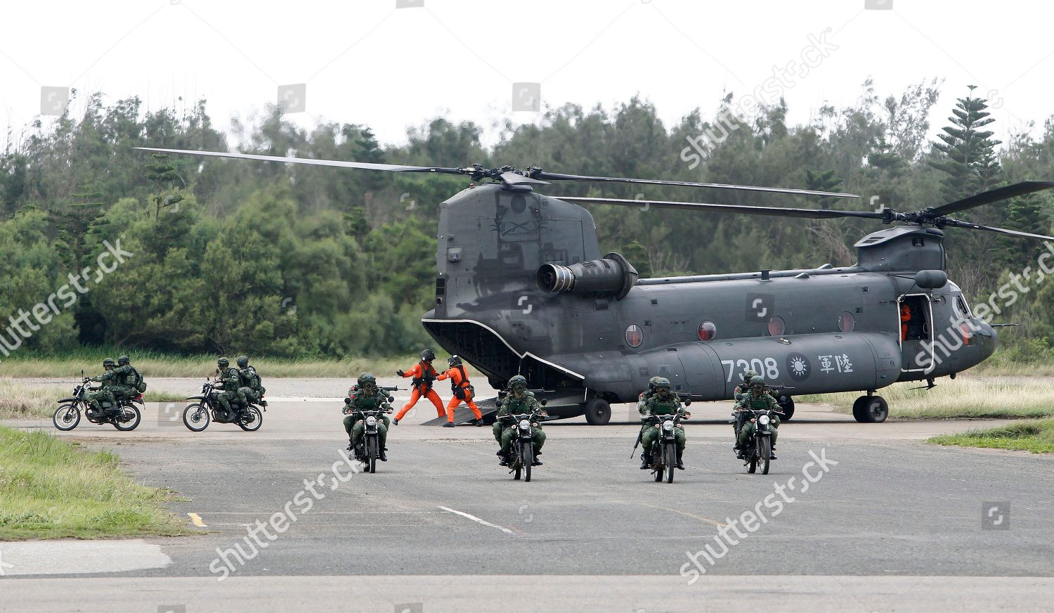 Soldiers Taiwans special forces exit CH47 Chinook Editorial