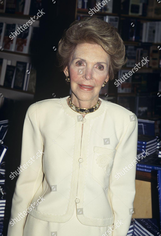 Nancy Reagan Barnes Noble Book Signing Photographed