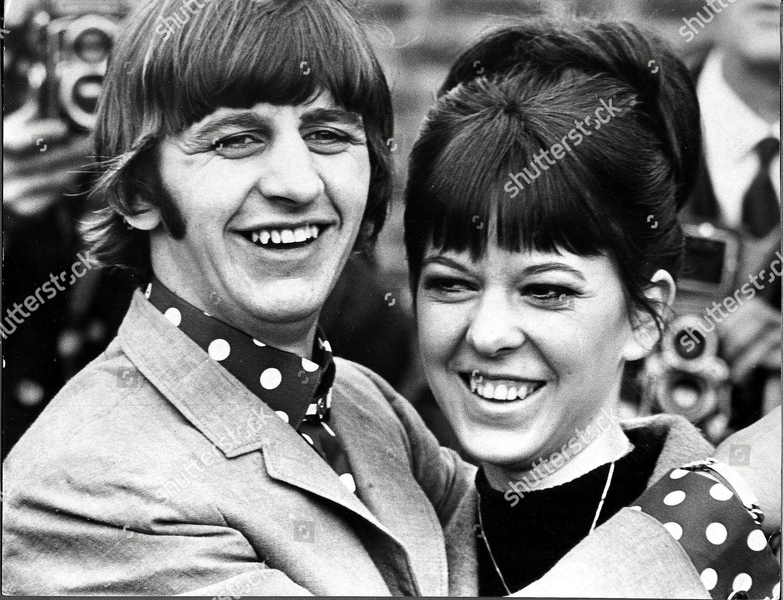 Dziennikarskie zdjęcia stockowe Ringo Starr His New Wife ...