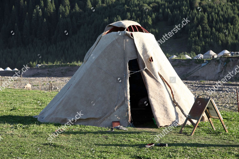 the-kazakhs-daily-life-tian-shan-xinjian