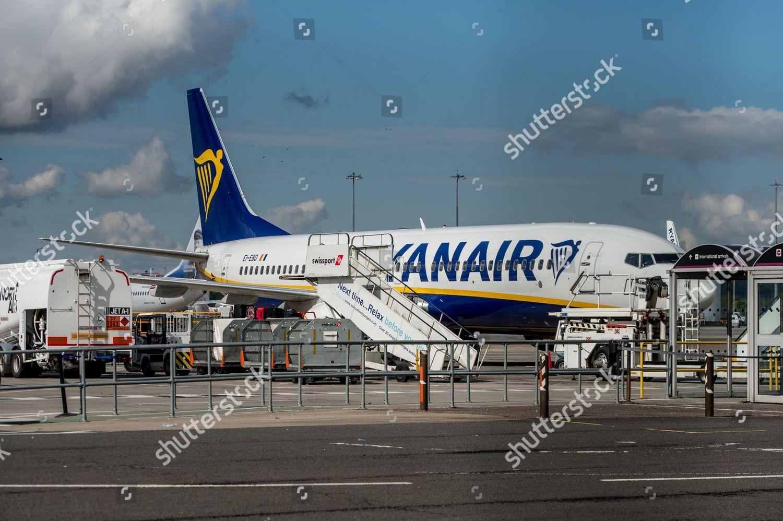 Ryanair Airbus A320 Parked Edinburgh Airport Editorial Stock Photo Stock Image Shutterstock