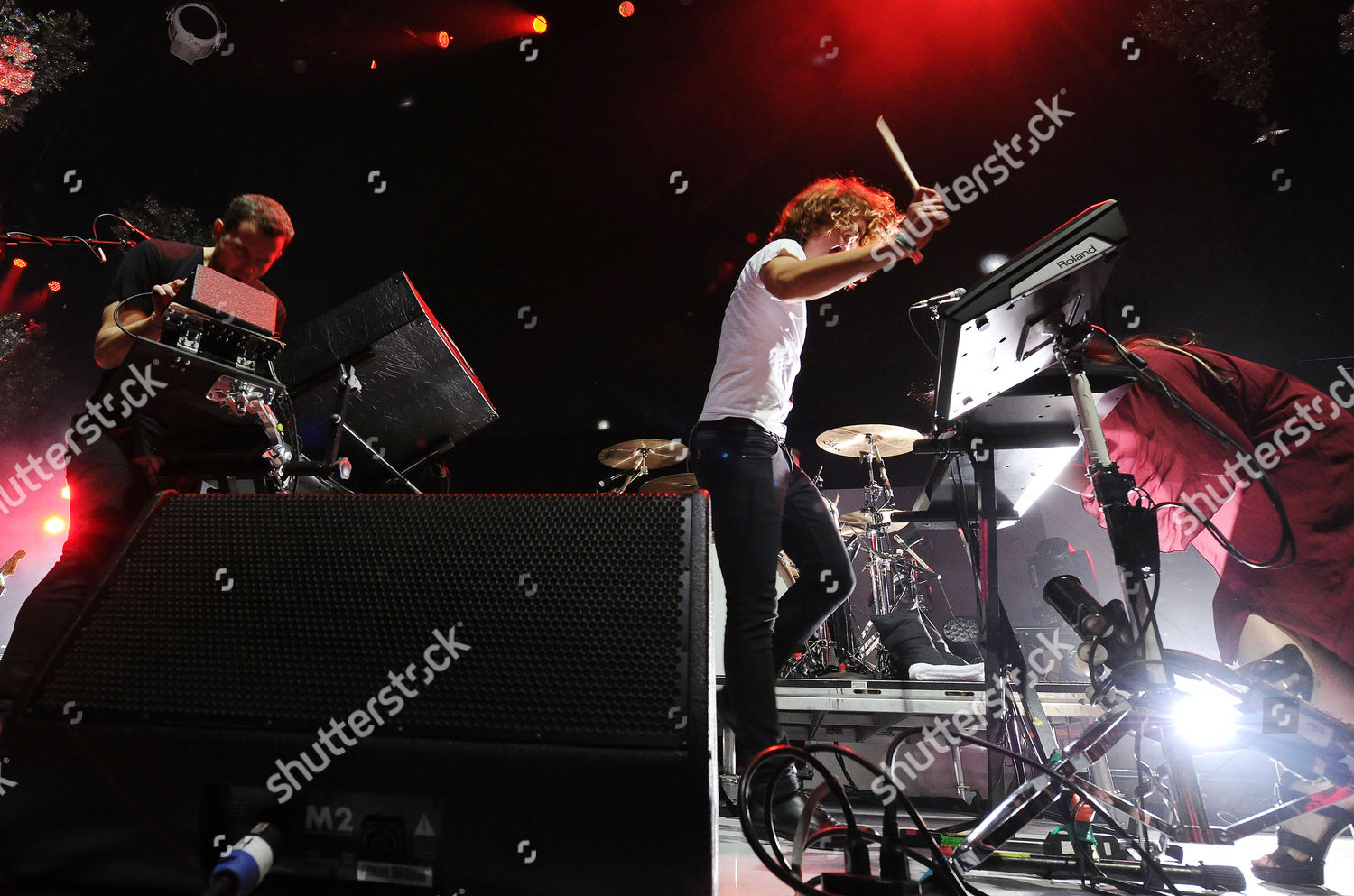 Kroq Almost Acoustic Christmas.M83 Performs Kroq Almost Acoustic Christmas Los Editorial
