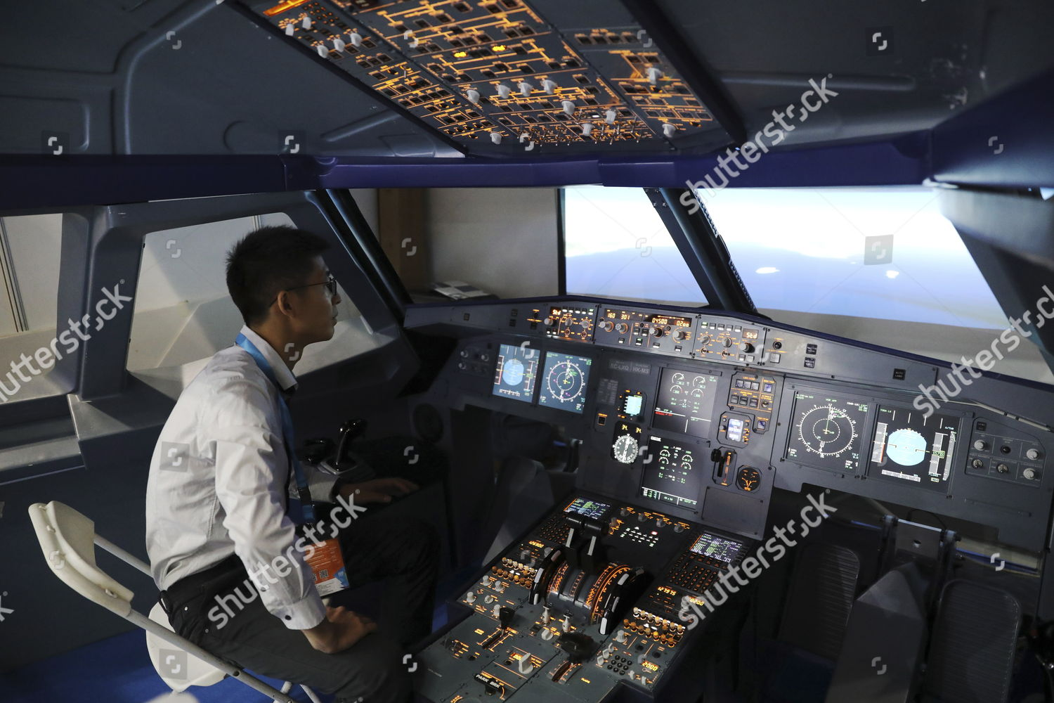 exhibitor sits within A320 aircraft flight simulator Editorial Stock