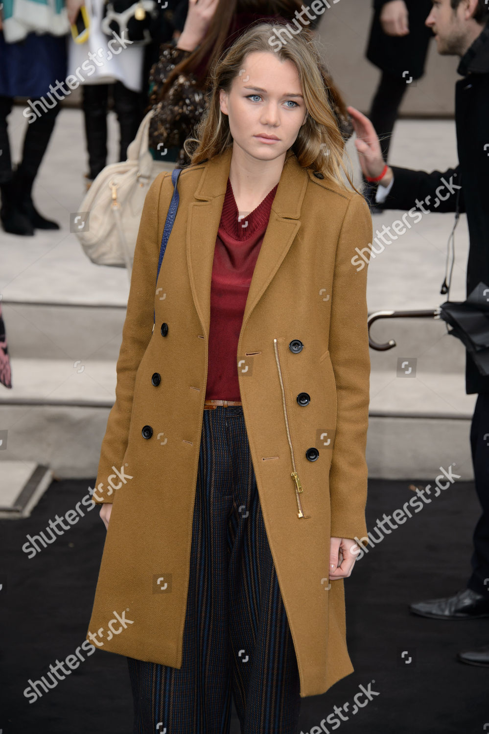 f656287c03d4 Imogen Waterhouse poses photographers upon arrival Burberry ...