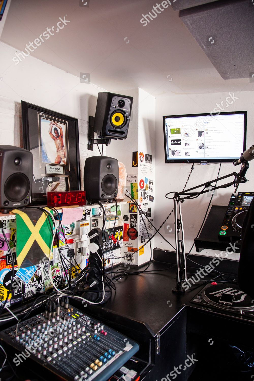 new wave London radio stations taking our Editorial Stock