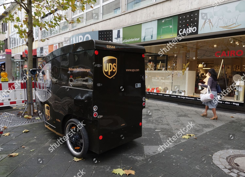 electric threewheel delivery vehicle UPS downtown Frankfurt