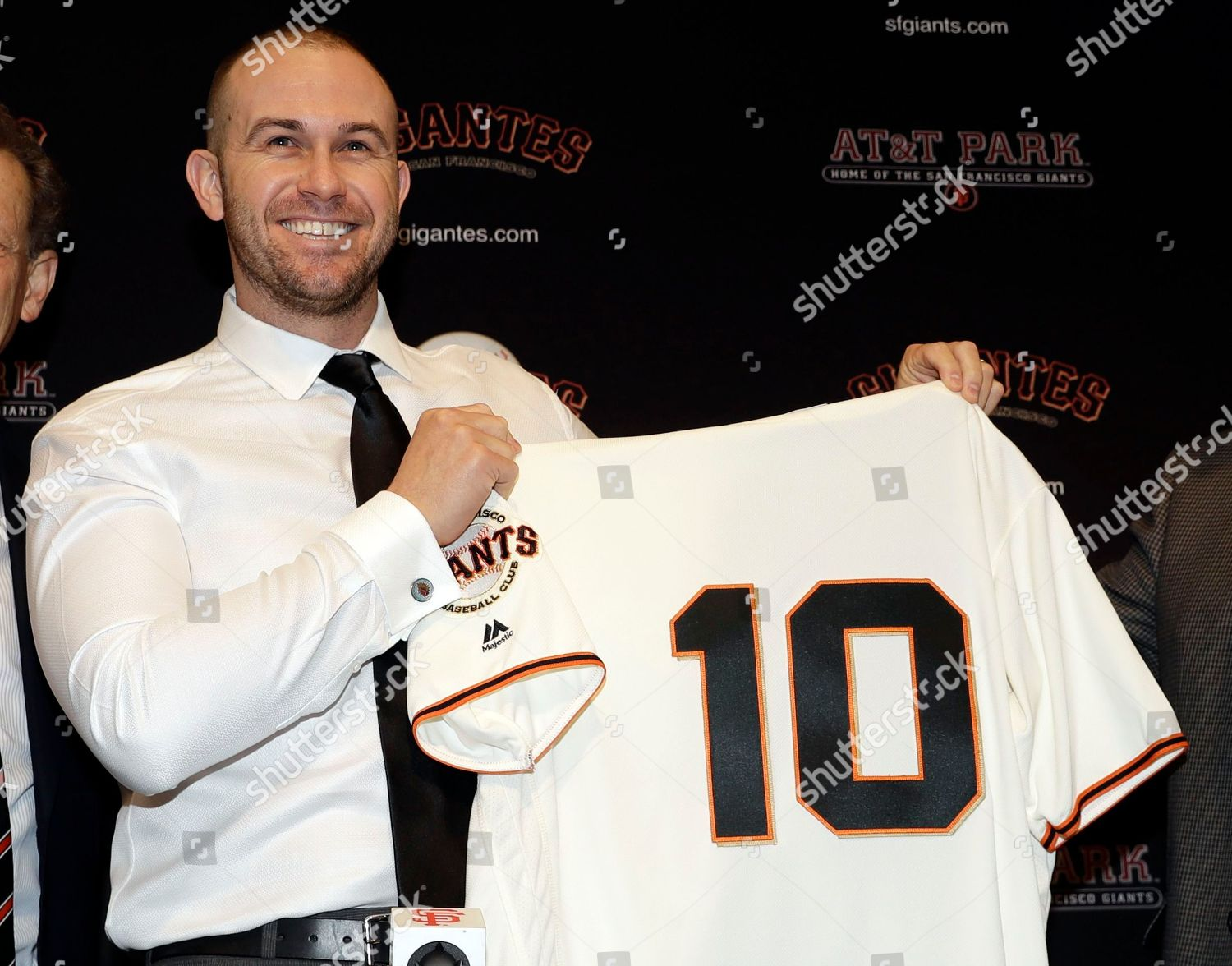 buy online fed2b 1ab14 San Francisco Giants Evan Longoria holds jersey Editorial ...