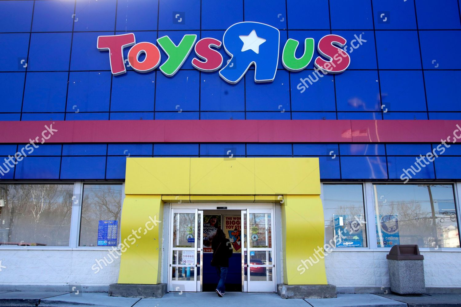 Woman Enters Toys R Us Store Paramus Editorial Stock Photo Stock
