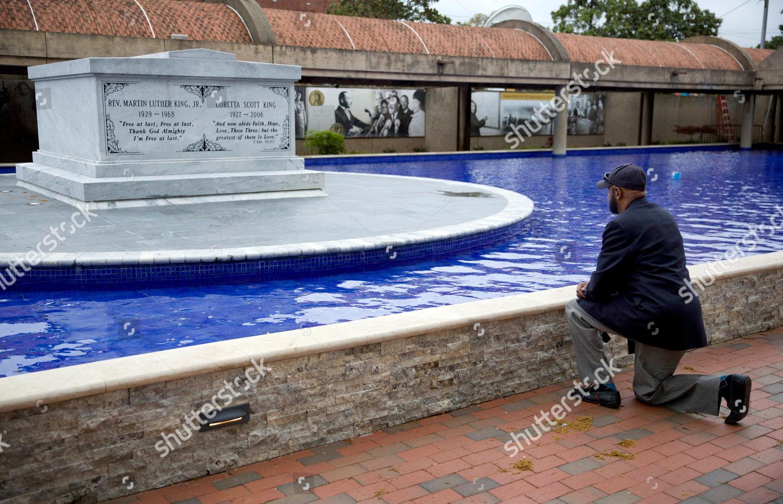 Jeremiah Bridgewater Kneels Gravesite Rev Martin Luther Editorial