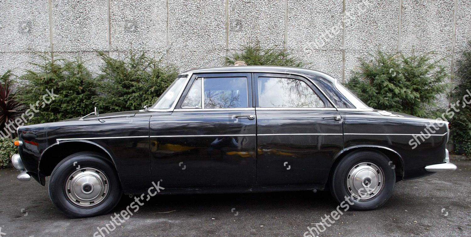 1962 3ltr Flat Six Rover Being Sold Editorial Stock Photo Stock Image Shutterstock