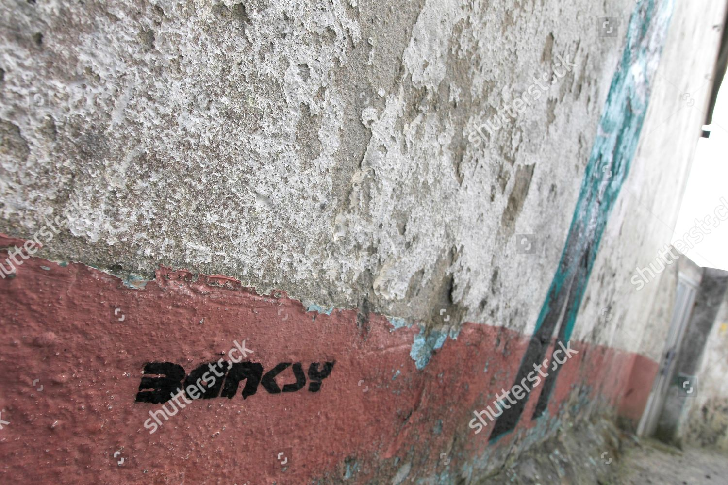 Composite Image Of Stencil Graffiti >> View Stencil Graffiti Depicting Two Spanish Civil Editorial Stock