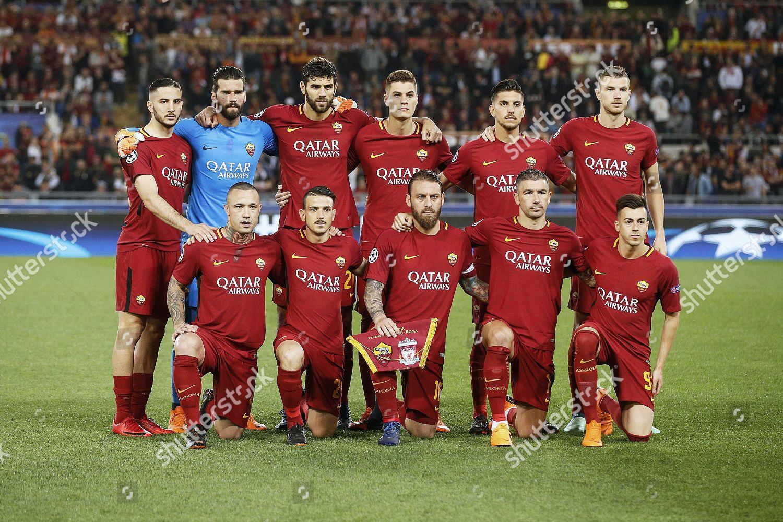 Roma players line UEFA Champions League semi Redaktionelles Stockfoto –  Stockbild
