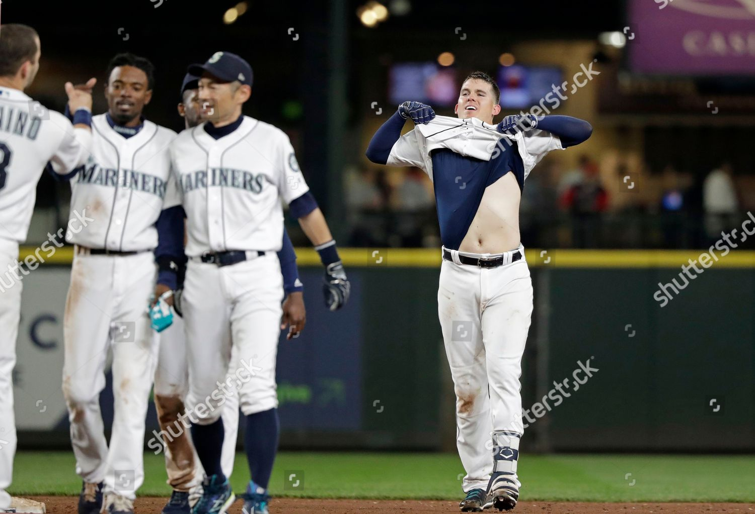 info for 1b3e6 06901 Seattle Mariners Ryon Healy pulls his jersey Editorial Stock ...