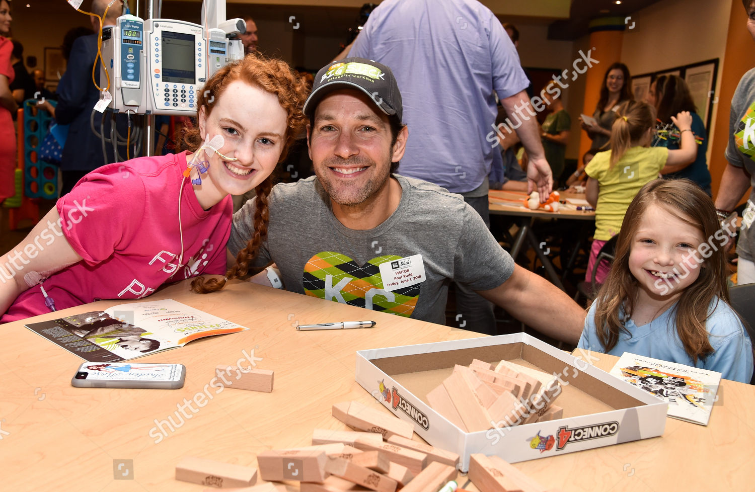 Paul Rudd patients Childrens Mercy Hospital Editorial Stock Photo