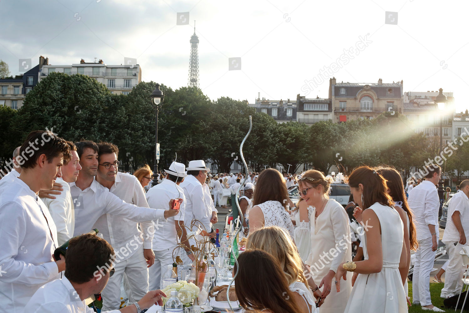 be7654d9728118 Participants dressed white take part White Dinner Editorial Stock ...
